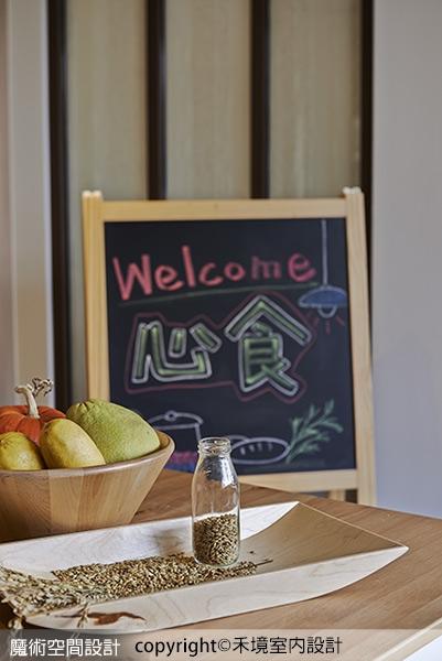 陈列著水果蔬菜的模型与麦穗种子,藉此不著痕迹的暗示餐厅所高清图片